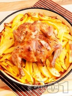 Варено сочно цяло пиле с картофи печено в тава под фолио на фурна - снимка на рецептата